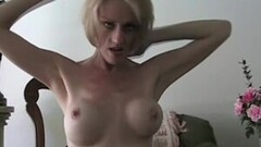 Sexy Evelyn Claire and Nella Jones trib steamy muffles on the black couch Thumb