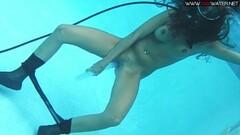Horny Diana Kalgotkina dildoing herself underwater Thumb